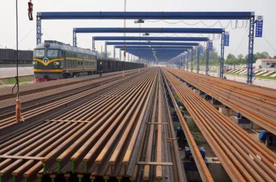 中老铁路铺轨工程取得进展 计划2021年12月建成通车