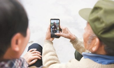 互联网上年味浓 中国网民逼近10亿意味着啥?
