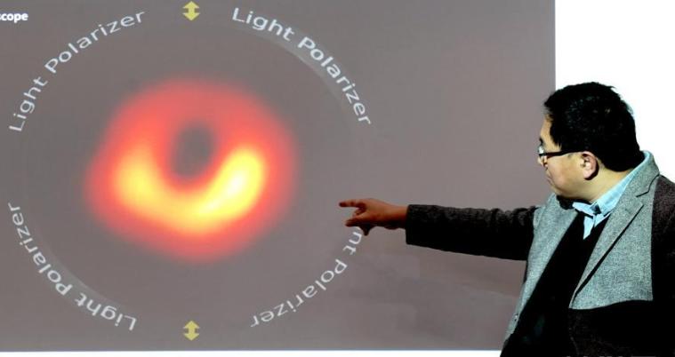"""科学家对人类首次""""看见""""的那个黑洞 成功绘制出偏振图像"""